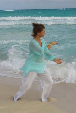 Luce Desgagné danse le Tai Chi et pratique les Qi Gong