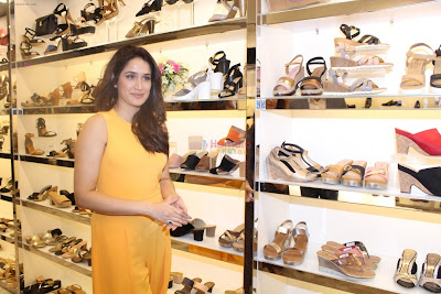 Sagarika-ghatge-launches-inc5-in-mumbai