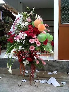 rangkaian karangan bunga standing ulang tahun