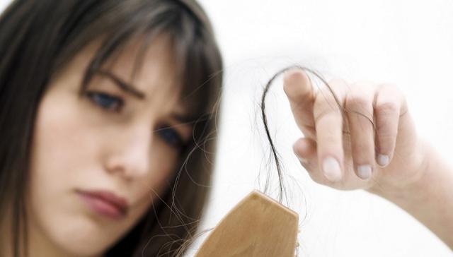 Terlalu berlebihan menyantap makanan manis dapat menyebabkan rambut rontok dan rusak