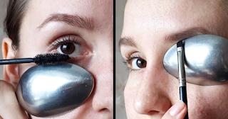 Helps Apply Mascara