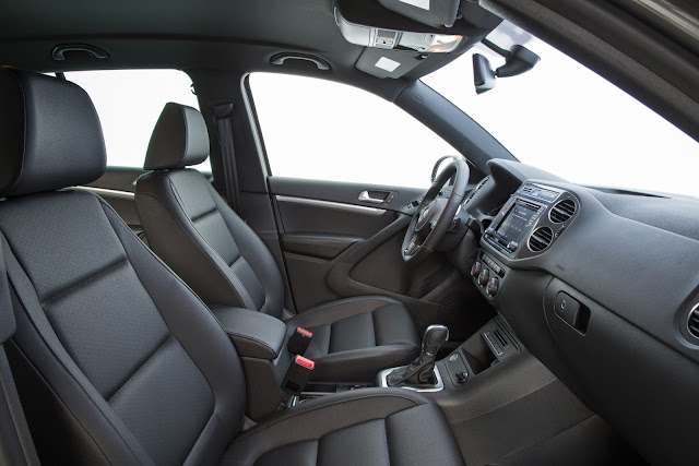Interior view of 2016 Volkswagen Tiguan S