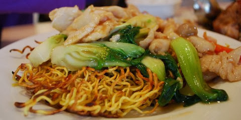 Crispy Fried Noodles with Barbecued Chicken