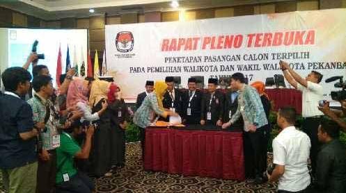 KPU Kota Pekanbaru Resmi Tetapkan Firdaus-Ayat Pimpin Kota Pekanbaru