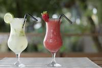 Αναζωογονητική συνταγή για φρέσκια λεμονάδα με γεύση φράουλα