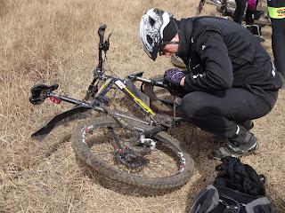 Ремонт цепи велосипеда в полях