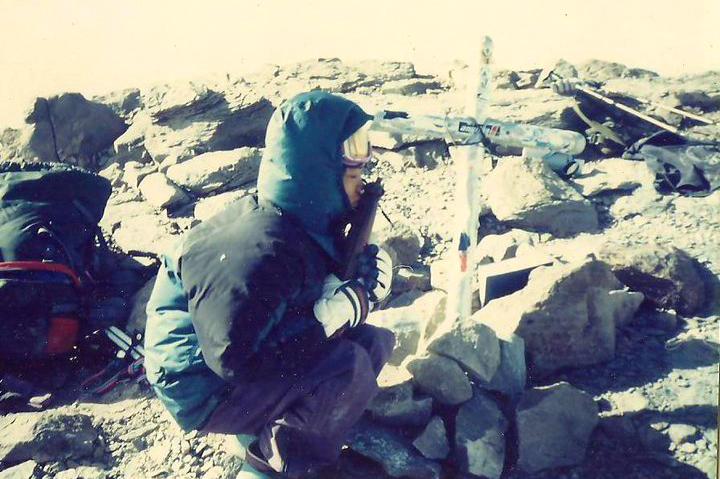 puncak gunung Aconcagua  bersama wanita indonesia