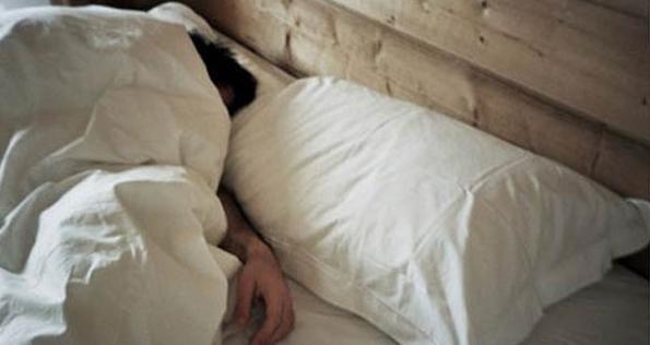 تغطية الرأس أثناء النوم عادة سيئة وخطيرة .