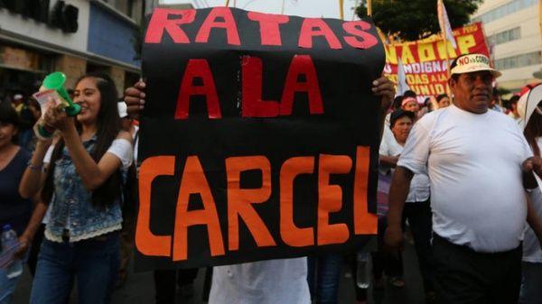 Peruanos aseguran que la corrupción es el mayor problema del país