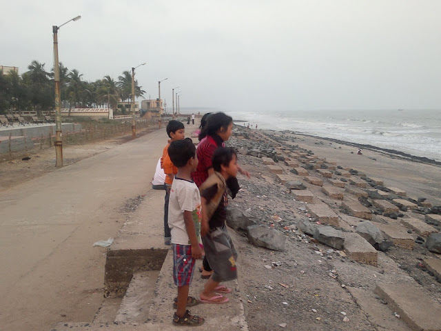 Digha sea shore with children