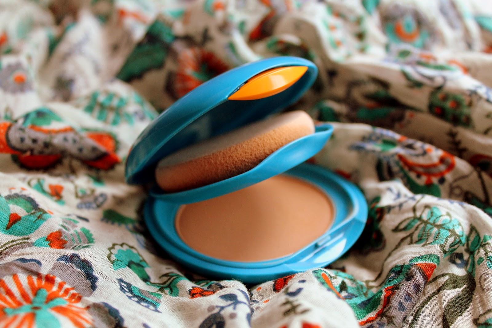 Parmi ces produits, le Fond de Teint Compact Solaire de Shiseido dont pas  mal de copines et notamment des blogueuses beauté bien informées me vantent  ... 730ec085e612