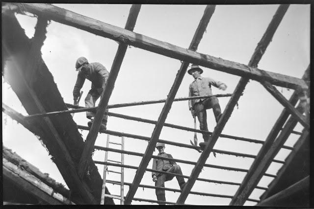 Zimmerleuten beim Dachstuhlbau - Gars am Inn - 1930-1950