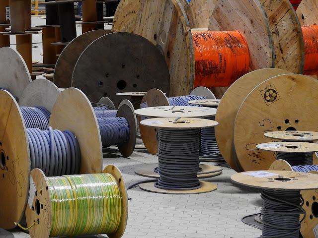 Tipuri de materiale electrice pe care le poti achizitiona online la super pret