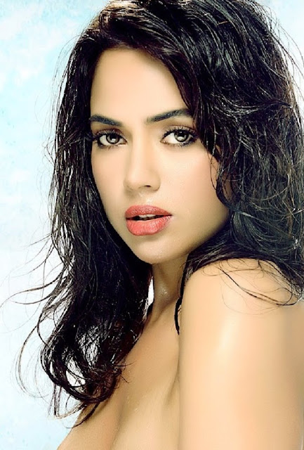 sameera reddy cleavage photo