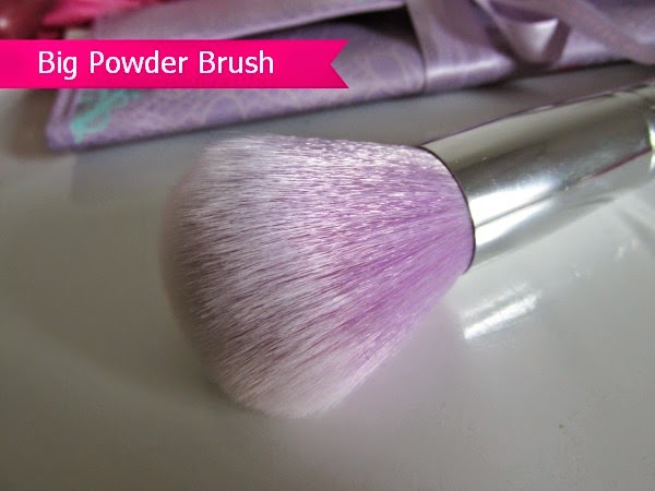 essence bloom me up tools - big powder brush