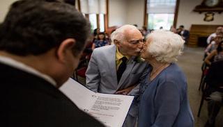 Εκείνη 98 Χρονών και εκείνος 94 γνωρίστηκαν στο γυμναστήριο και Παντρεύτηκαν