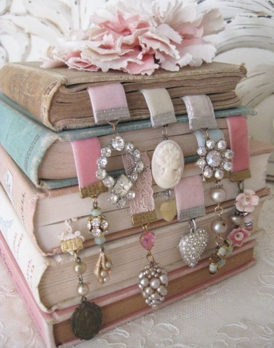 DIY Christmas gift idea - awesome and vintage bookmarks