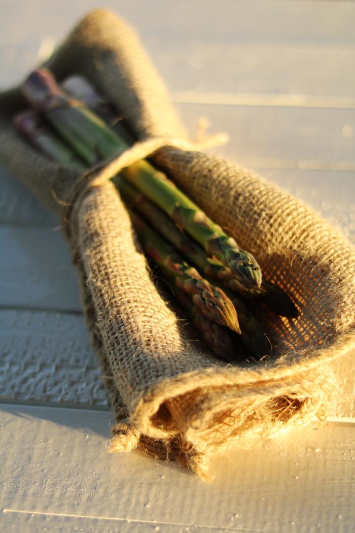 Szparagi z kaszą jaglaną, polędwiczkami z kurczaka i szczypiorkiem