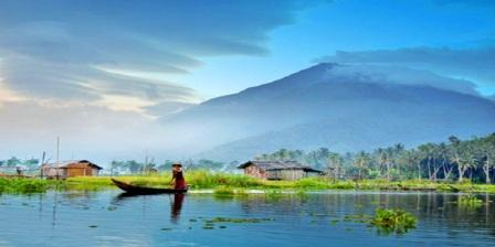 Menikmati Keindahan Rawa Pening Sambil Berkeliling Menggunakan Perahu