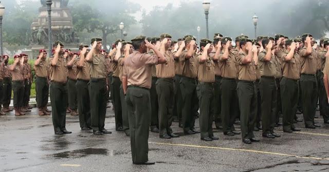 Resultado de imagem para General diz que militares estão dispostos a dar a vida para 'salvar o Brasil da dominação comunista'