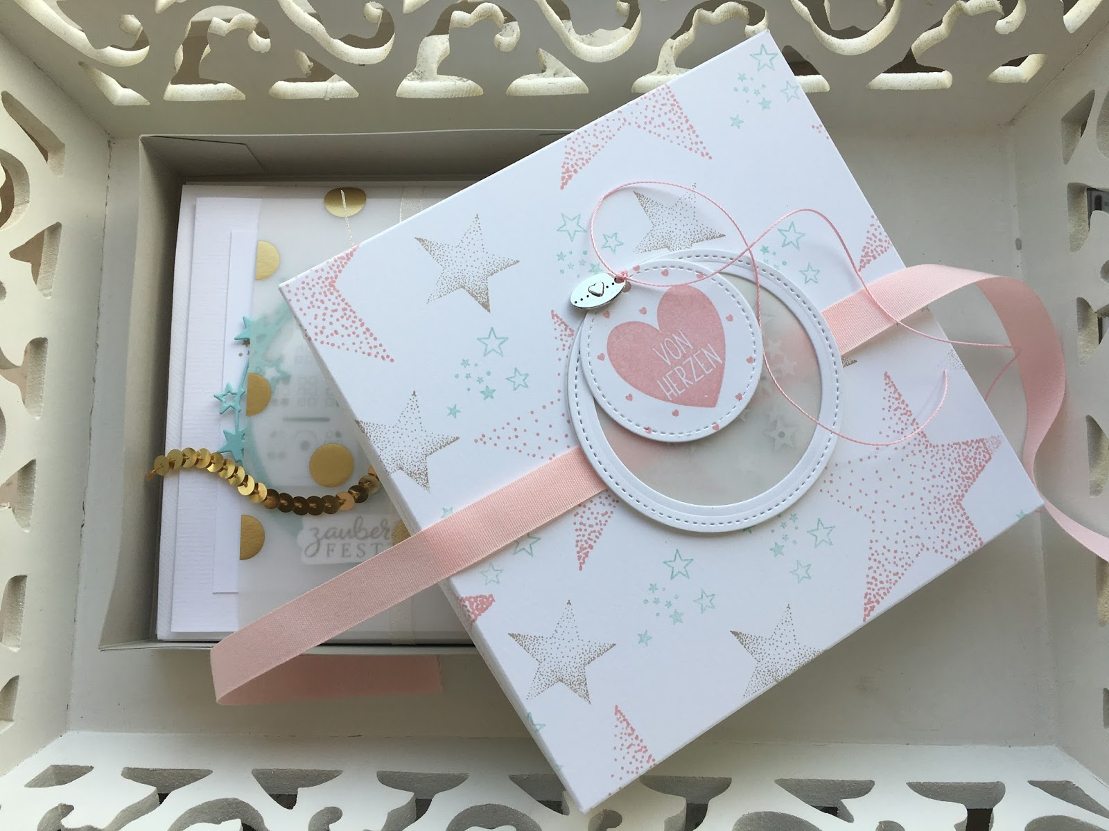 weihnachtliche kartenbox mit sch ttelfesnster stempel. Black Bedroom Furniture Sets. Home Design Ideas