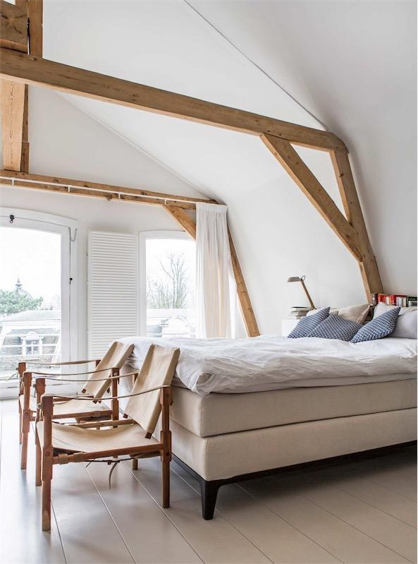 dormitorio con vigas vistas de madera chicanddeco