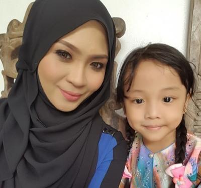 Siti Nordiana dan anak