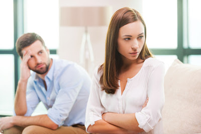 Unhappy couple divorcing