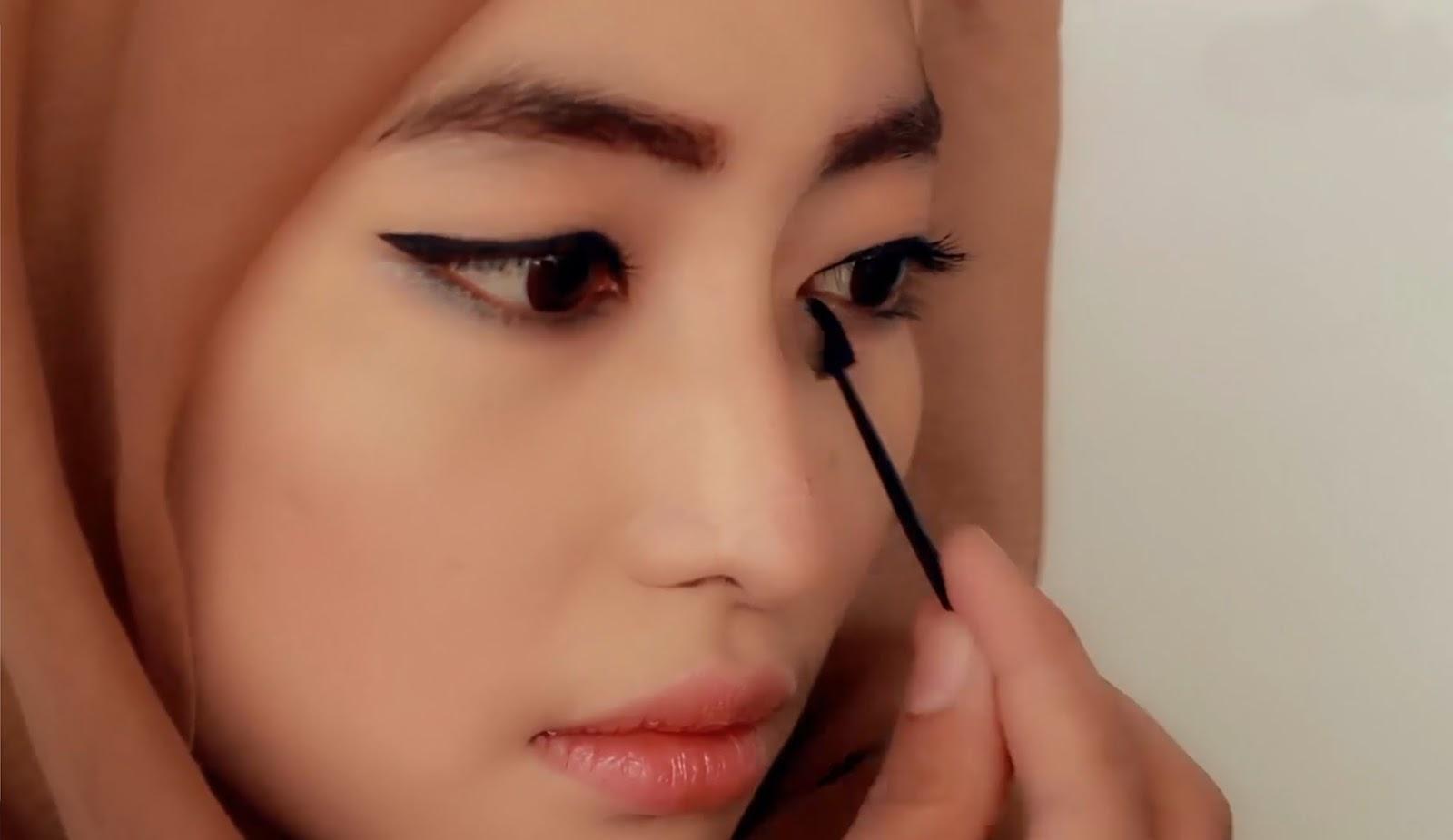 Make Up pada Area Mata