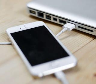 Metodele de transfer sunt: prin cablul de date, bluetooth, wireless, prin internet (email, cloud) și prin cablul OTG.