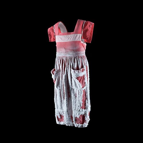 art textile contemporain, broderie contemporaine, art avec vêtements