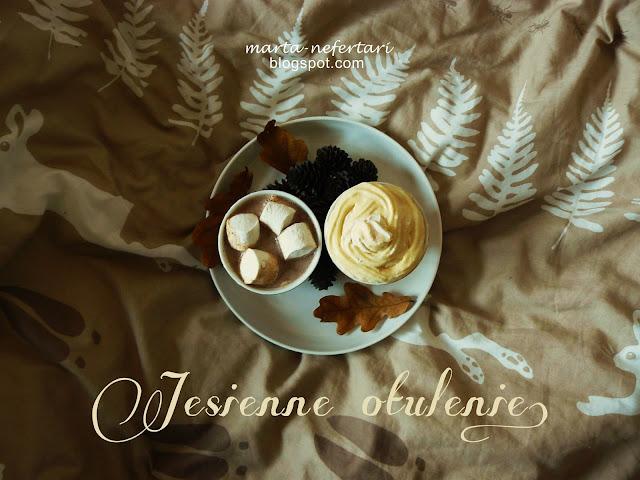 Gorąca czekolada z piankami czy napój mleczno-bananowy z kremem angielskim? Na co masz ochotę?