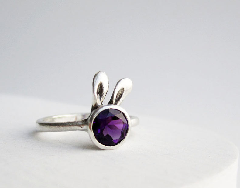 Adorable joyería de plata se asemeja a una variedad de orejas de animales