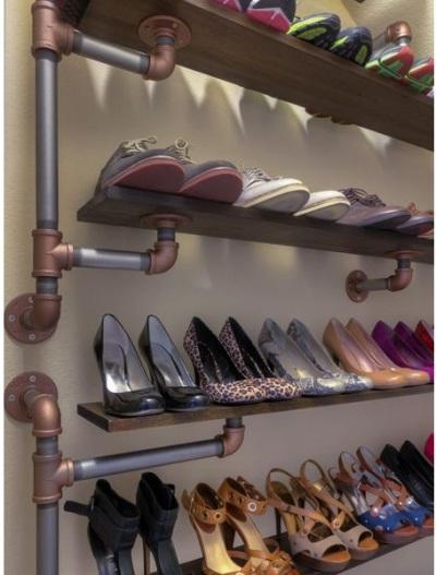 Pipa besi dibuat menjadi rak sepatu
