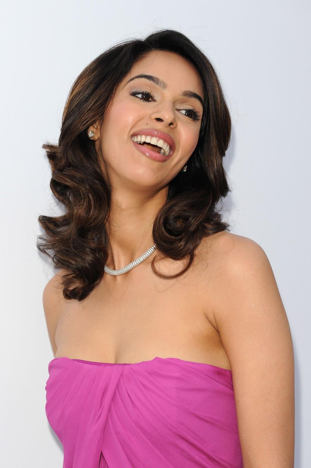 Mallika sherawat face good