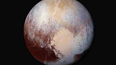 Lubang-lubang Kecil Misterius di Permukaan Pluto