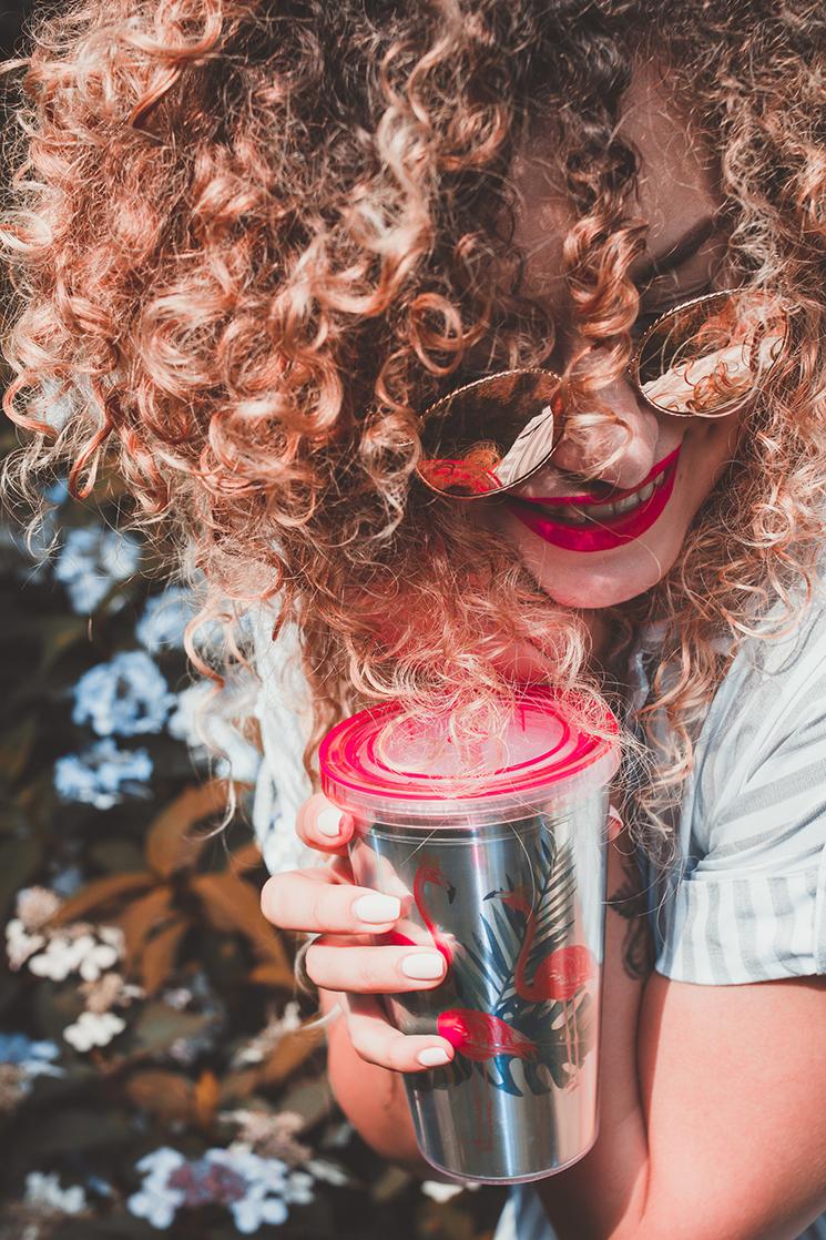 Jak pielęgnować kręcone włosy latem ? Pielęgnacja kręconych włosów latem