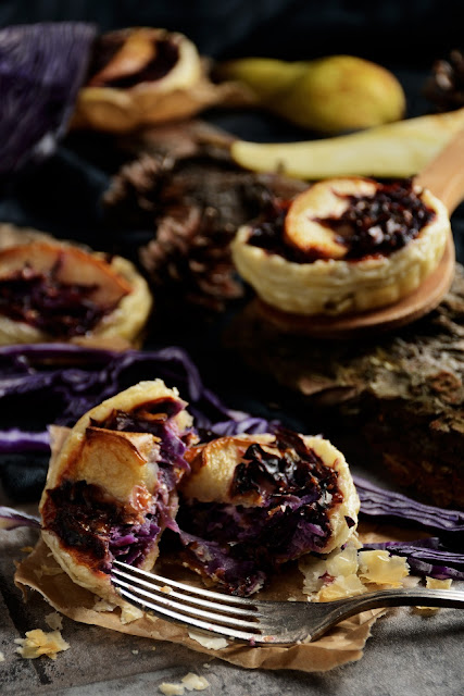 Herbstliche Rotkohl-Tartelette mit Birne - Red cabbage tartlet with pear