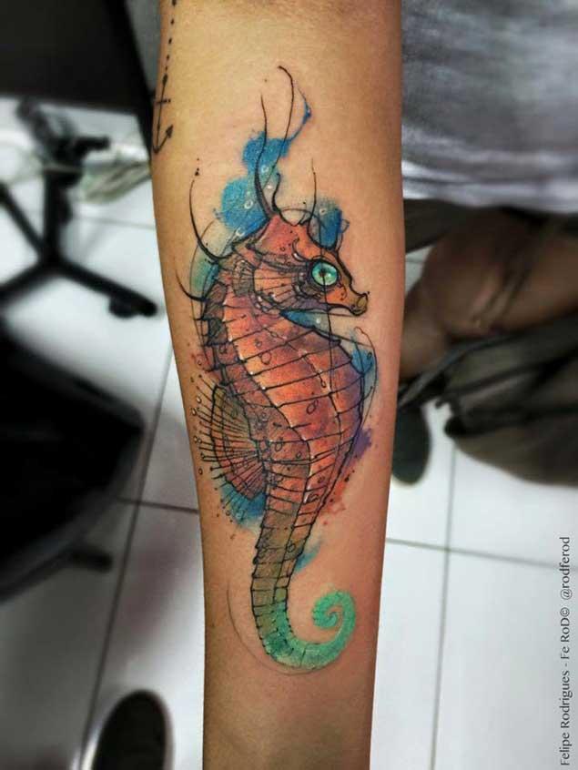 Precioso tatuaje acuarela caballito de mar