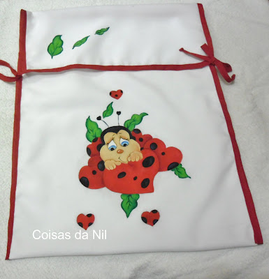 porta forma com pintura de joaninha