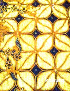 """Motif Kawung adalah termasuk jenis motif tertua yang ada di Indonesia. Motif tersebut adalah gambaran/ terinspirasi dari buah kawung alias buah aren. Pada jaman dahulu, batik ini hanya boleh dikenakan oleh orang orang kerajaan, digunakan juga sebagai sarung raja ataupun permaisuri. Motif batik ini adalah pola gambar dari buah kawung atau yang lebih di kenal sebagai buah aren. Motif seperti """" + """" diantara 4 oval pada motif batik tersebut mengacu pada sumber energi universal."""