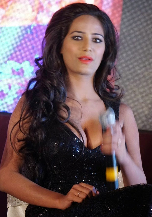 Poonam Pandey Latest Hot nad Spicy Pics, Photos
