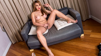 Ladyboy-ladyboy – Here Comes Beautiful Bella!