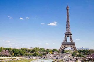 Paris memang dikenal sebagai salah satu kota yang paling banyak menjadi destinasi wisataw Contoh Descriptive Text about Paris dan Arti Terjemahannya