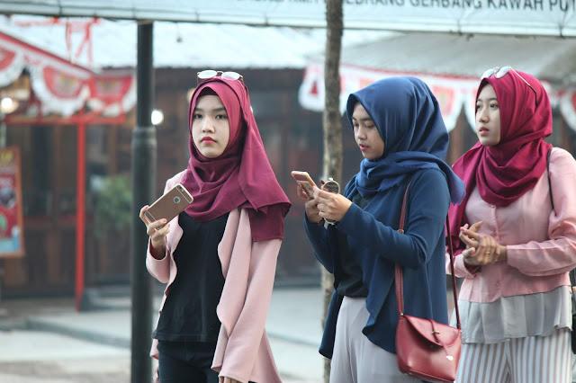 Jadi Baru Kebumen 2018 Tour To Bandung, Best Momen- selfie didepan rumah makan eMTe highland resotr kawah putih bandung