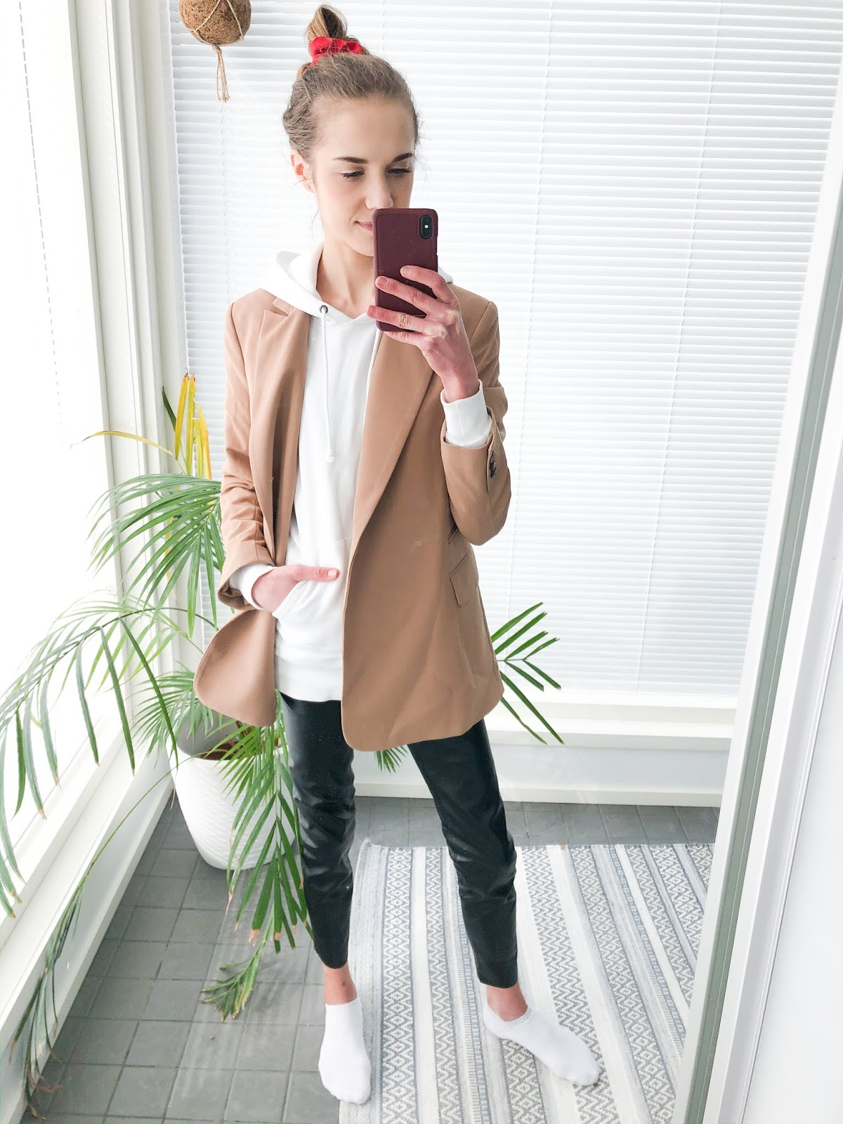 Hoodie/sweatshirt and blazer outfit / Huppari ja bleiseri, asuinspiraatio, muoti, bloggaaja