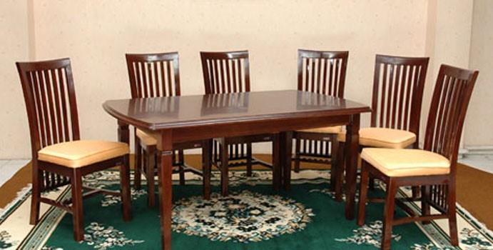Desain Meja Makan dengan Material Kayu