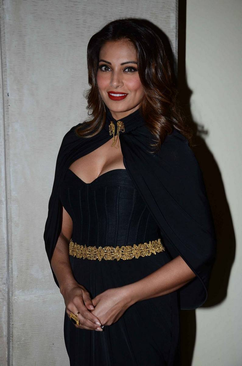 Hot Indian Girl Bipasha Basu Long Hair In Black Dress At Awards Function 2016