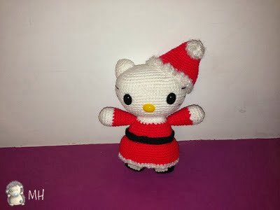 Hello Kitty Mamá Noel amigurumi