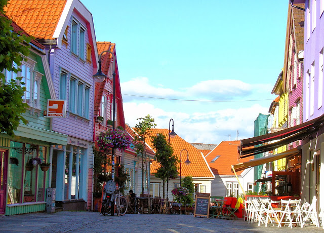 :Øvre Holmegate – Stavanger's most colorful street wouldn't you say?